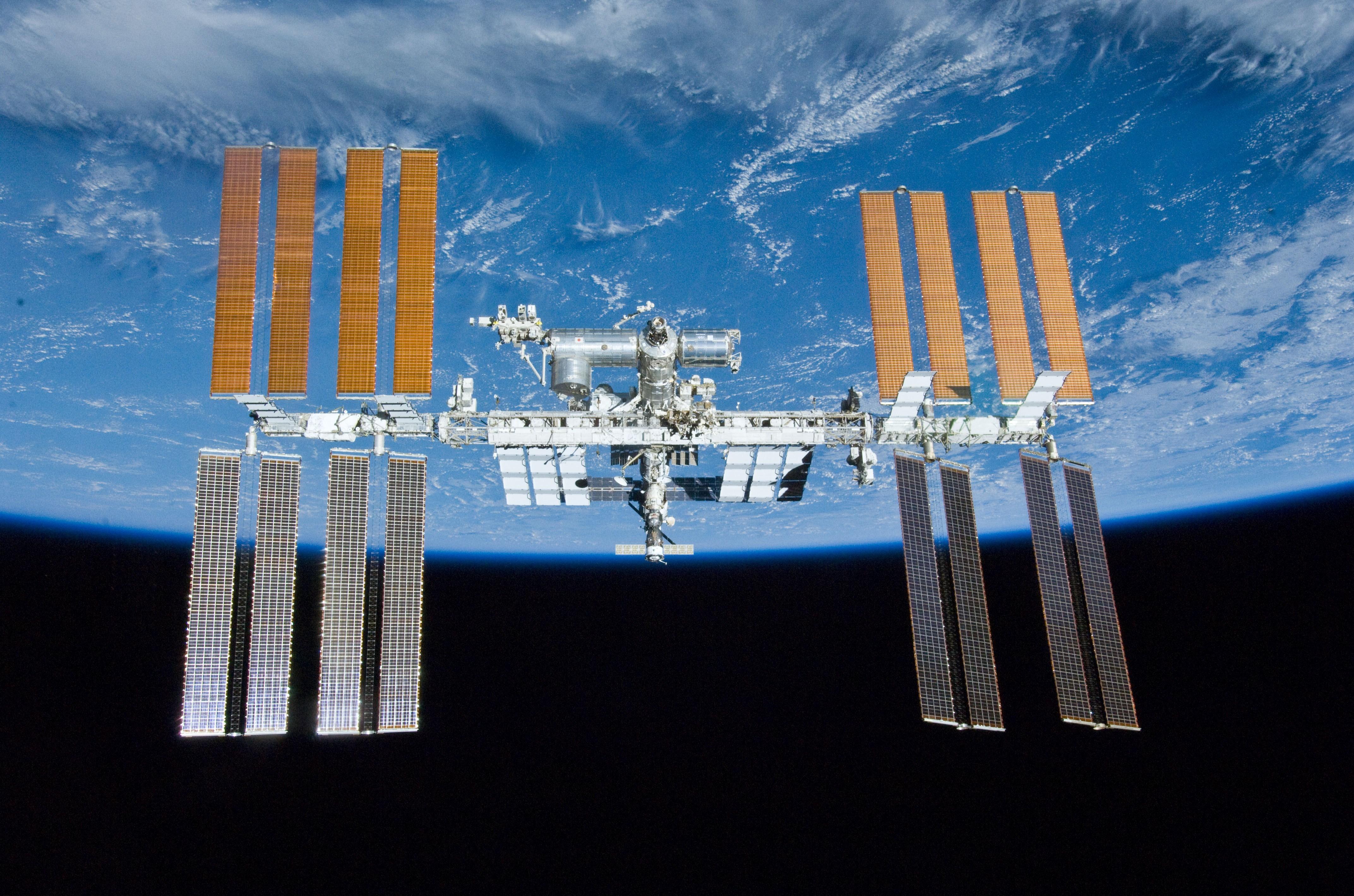 AleaSoft - Estacion Espacial Internacional placas fotovoltaicas
