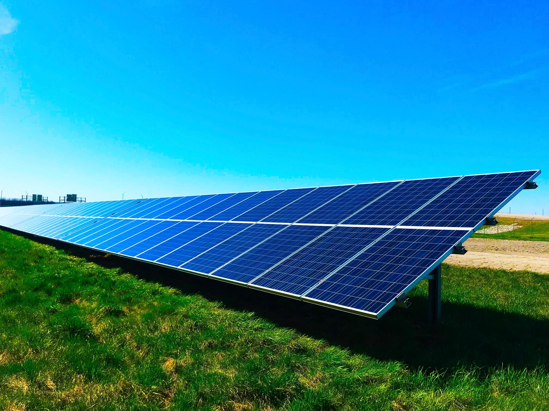 AleaSoft - Solar photovoltaic panels