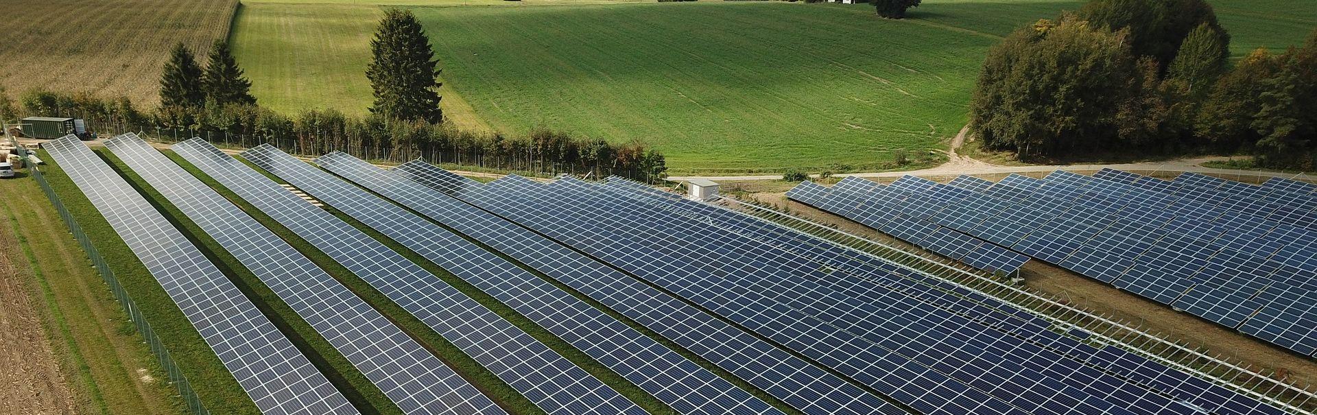 AleaSoft - Planta fotovoltaica paneles