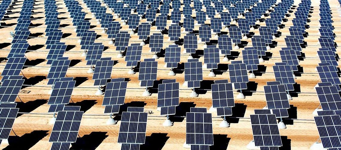 AleaSoft - parque solar fotovoltaico