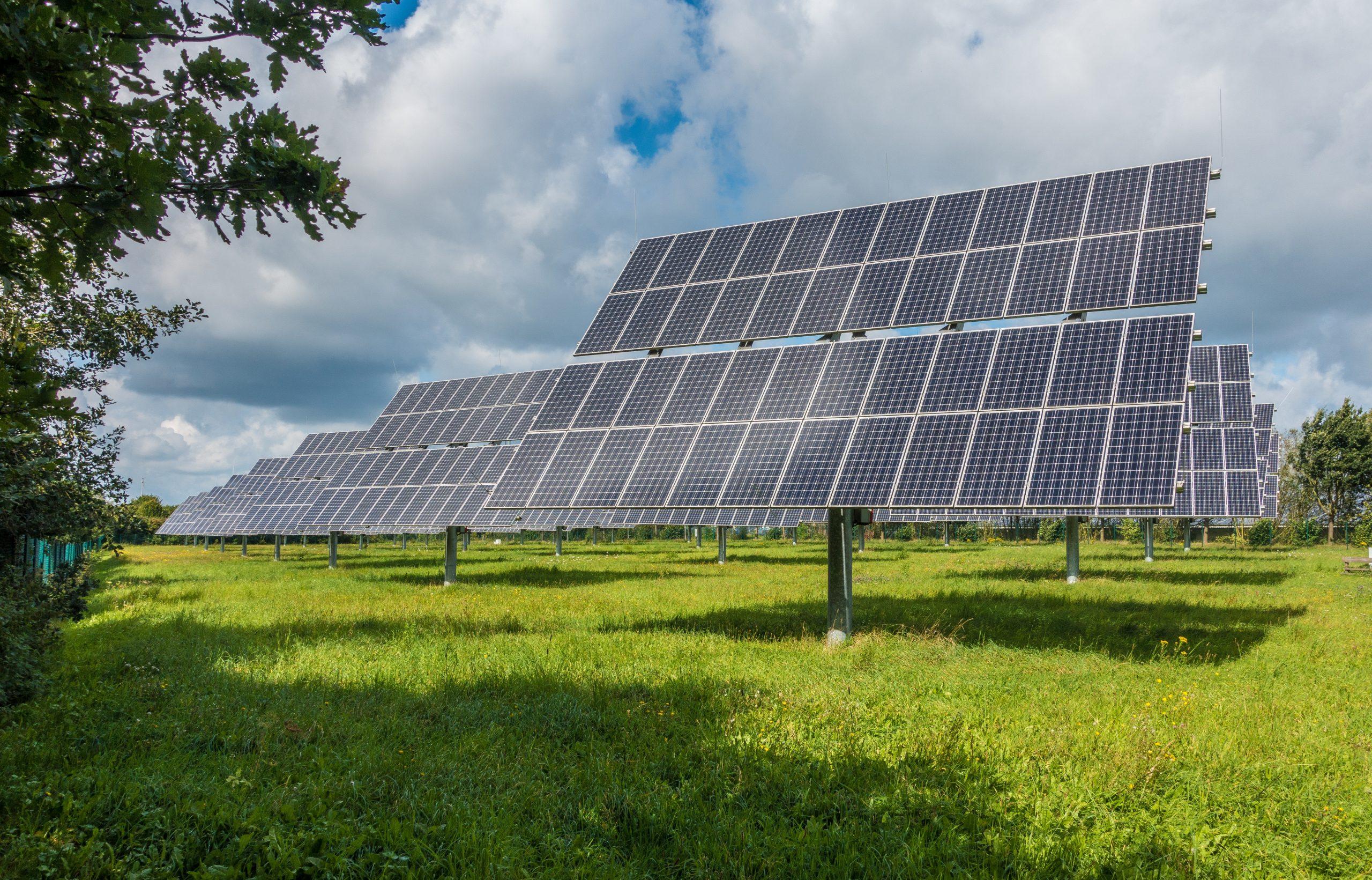 AleaSoft - arreglo paneles solares